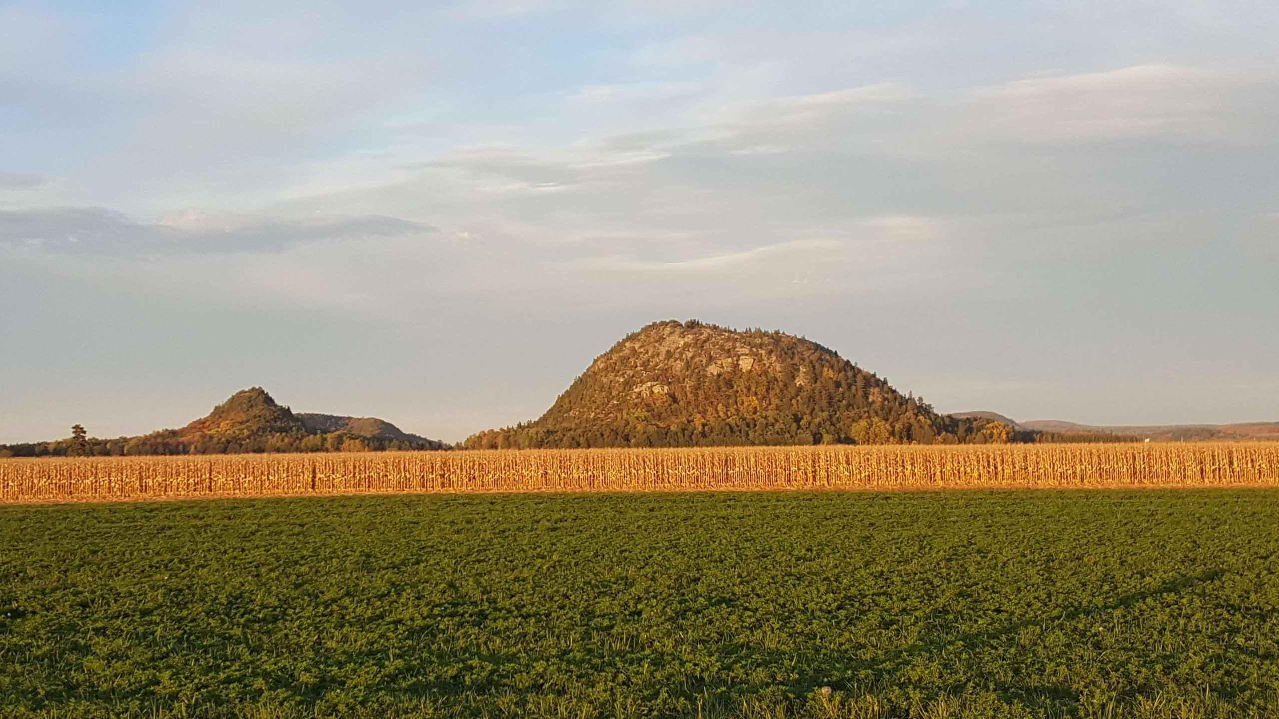 Vue de la montagne Pointue et de la montagne Ronde Photo: Yvonne Tremblay